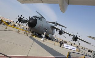"A ""heavy-lift"" appearance for Airbus' A400M at the Dubai Airshow - Κεντρική Εικόνα"