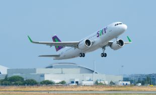 airbus_delivers_first_a320neo_to_sky_airline