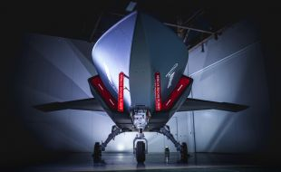 Boeing Rolls Out First Loyal Wingman Unmanned Aircraft - Κεντρική Εικόνα