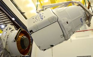 dragon_installation_on_falcon_9_image_by_spacex_terma