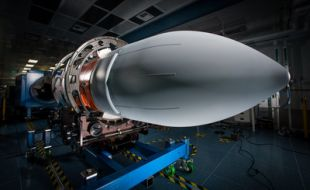 Raytheon delivers first Next Generation Jammer Mid-Band pod for Navy testing - Κεντρική Εικόνα