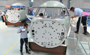 first_cockpit_assembly_of_falcon_2000_to_be_delivered_by_dral_to_dassault_aviation