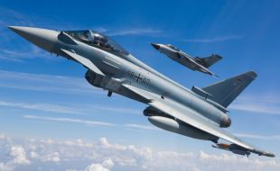 german-eurofighter-front-and-tornado-back-in-formation_copyright-andreas-zeitler-airbus