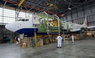 FAA and CAAI Certify IAI Conversion of Boeing B737-800 Aircraft From Passenger to Freighter Configuration - Κεντρική Εικόνα