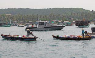 metal-shark-united-states-us-vietnam-coast-guard-45-defiant-fast-response-patrol-boat-military-vietnam-coast-guard-embassy_metal_shark