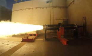 Raytheon new DeepStrike missile rocket motor passes critical test - Κεντρική Εικόνα