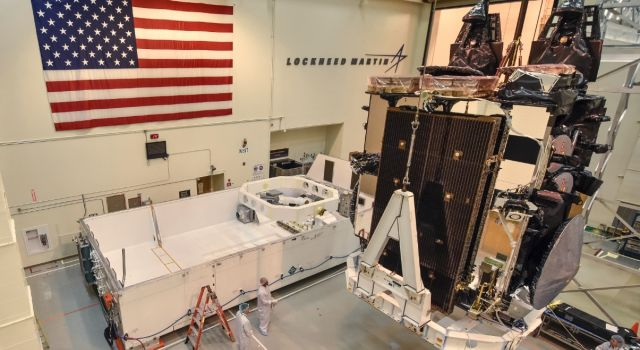U.S. Air Force Welcomes Fifth Lockheed Martin-Built AEHF Satellite To Cape Canaveral For June Launch - Κεντρική Εικόνα