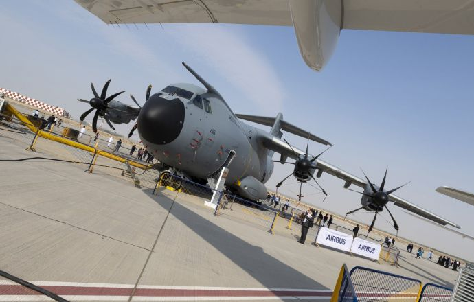 "A ""heavy-lift"" appearance for Airbus' A400M at the Dubai Airshow - Κεντρική Εικόνα"