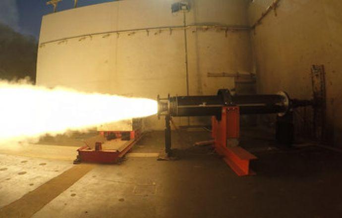 Raytheon new DeepStrike missile rocket motor passes critical test - Κεντρική Εικόνα